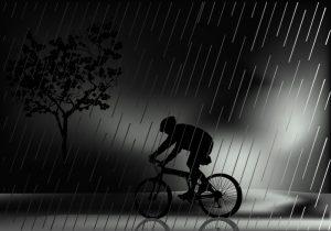 Катание на велосипеде в дождь